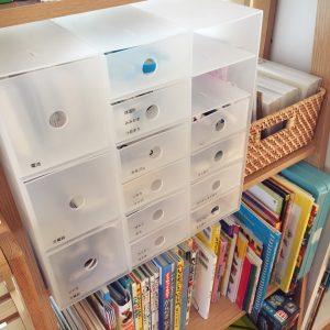 細々とした文房具類は、無印良品のポリプロピレン小物収納ボックスの6段のものに収納。息子も娘も、この引き出しのひとつを家庭学習専用にしていて、使うときにサッと  ...